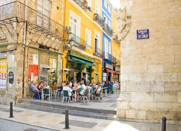 Valencian vanhakaupunki on kaunis pienine katuineen ja viihtyisine terasseineen.
