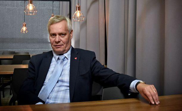 """""""Demareilla on kaikkialla takanaan vuosikymmeniä hyvinvointivaltion rakentamista"""", kirjoittaa Jyrki Vesikansa."""