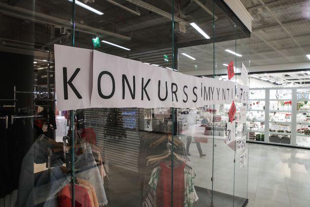 Kauppias Irene Hämäläisen mukaan liikkeen sijainti uuden kauppakeskuksen kolmannessa kerroksessa on ollut haasteellinen.