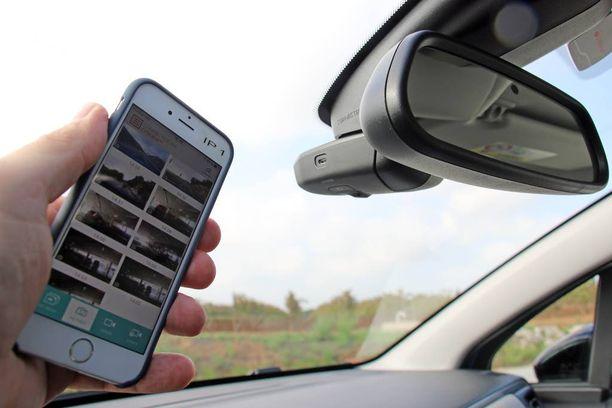 Sitikan hauskoin lisävaruste on integroitu liikennekamera, jonka kuvia ja videoita voi jakaa sovelluksen kautta suoraan somessa.