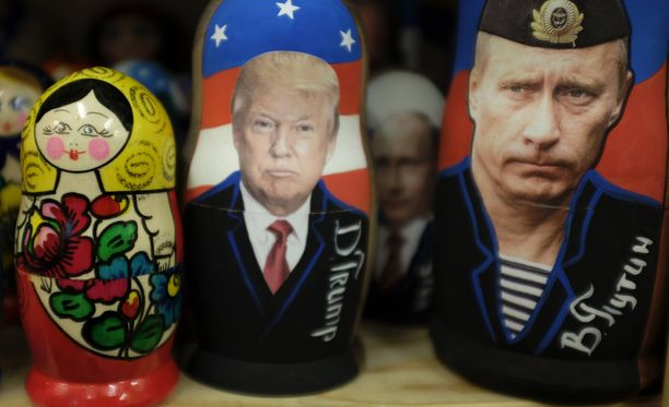 Venäjällä ovat jalkapalloturistit voineet ostaa matkamuistoksi Putin- ja Trump-maatuskoja.