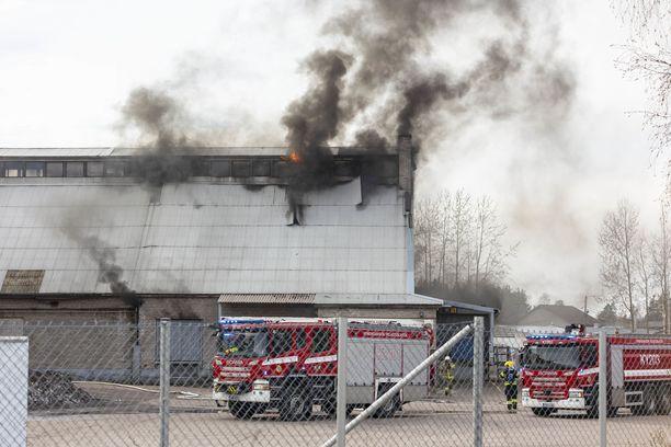 Kymenlaakson pelastuslaitos sai hälytyksen Huumantielle viiden aikaan maanantaina.
