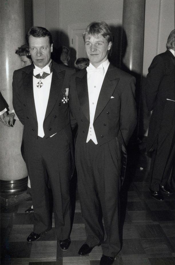 Vuonna 1992 Toni Nieminen viihtyi juhlissa muun muassa Ilkka Kanervan seurassa.