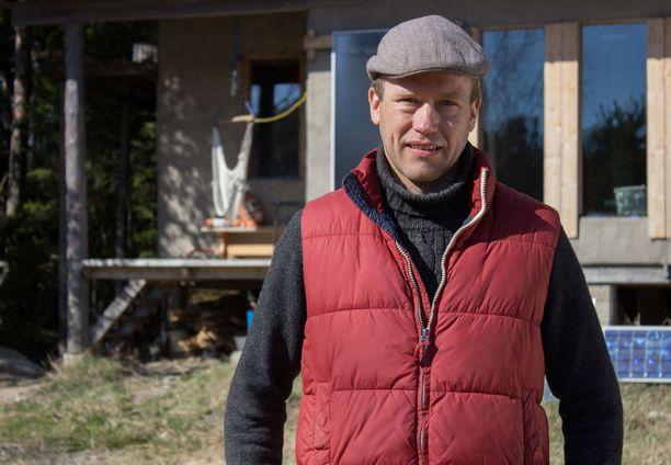 Simon kodin rakentaminen ekokylään on vielä kesken.