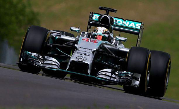 Lewis Hamilton kellotti parhaimman ajan.