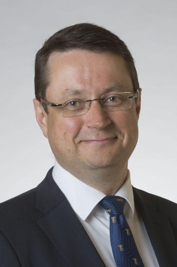 Mika Kari (sd) toisen kauden kansanedustaja ja eduskunnan puolustusvaliokunnan varapuheenjohtaja. KUVA: EDUSKUNTA.