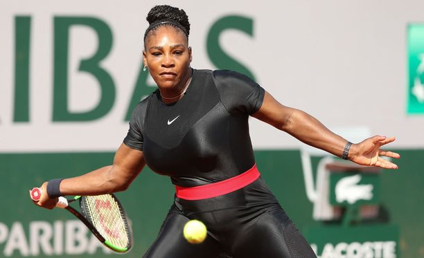 Serena Williams voitti avausottelunsa 7-6, 6-4.