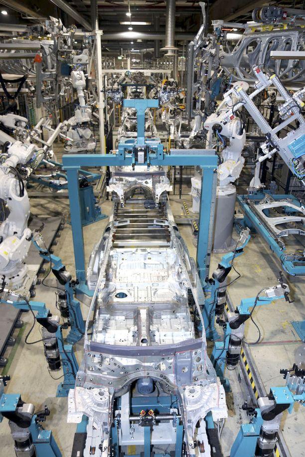 Kuvassa tehtaan hitsaamo-osastoa.