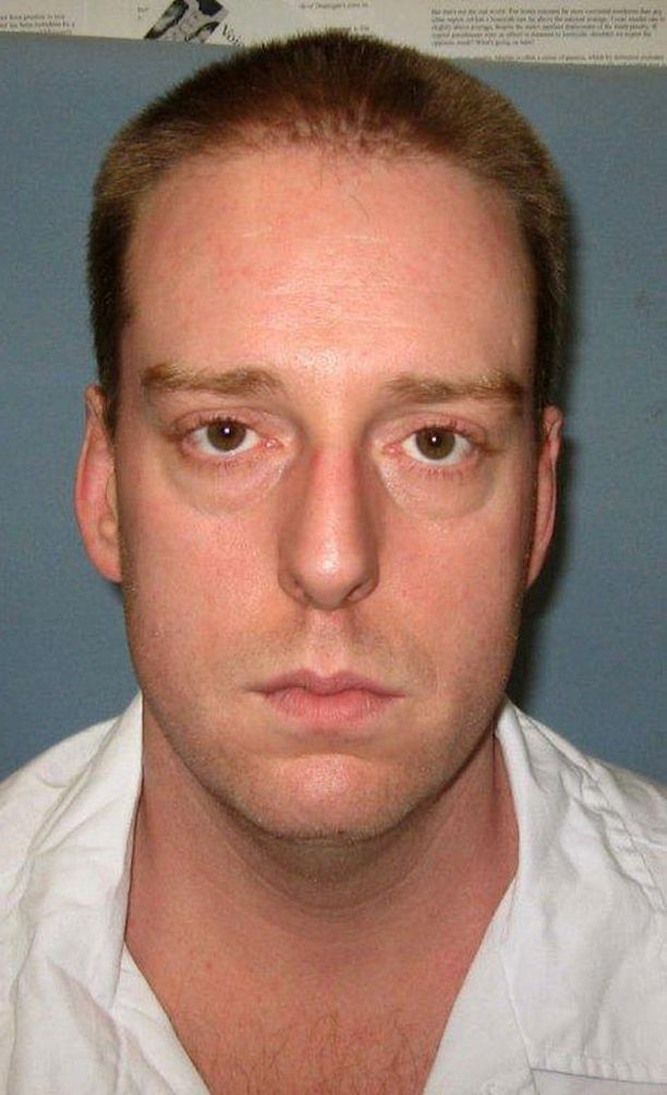 Yhdysvalloissa Alabaman osavaltiossa kuolemaantuomittu Ronald B. Smithin teloitus pitkittyi 34 minuuttiin, ennen kuin hänet todettiin kuolleeksi.