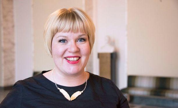 Perhe- ja peruspalveluministeri Annika Saarikko (kesk) korosti, että sote-maksut ovat kansalaisille jatkossa samat niin yksityisillä kuin julkisillakin palveluntuottajilla.