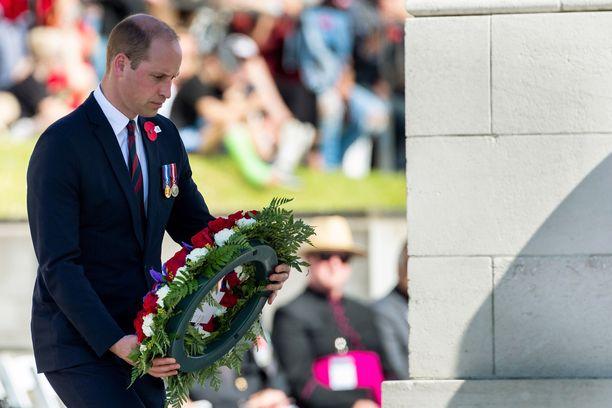 Prinssi William laski seppeleen ja piti lyhyen puheen.