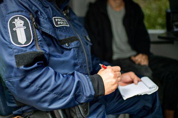 Poliisi sai rattijuoppokaaharin pysäytettyä vasta kovavauhtisen takaa-ajon jälkeen voimalla.