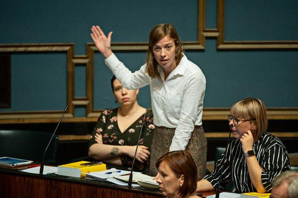 Kansanedustaja Li Andersson (vas) on käyttänyt puoluejohtajista eniten puheenvuoroja.