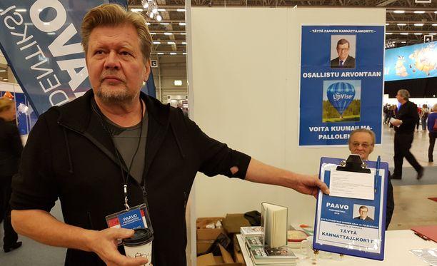 Arto Talvion mukaan korttien keräämisellä haetaan myös näkyvyyttä Paavo Väyrysen kampanjalle.