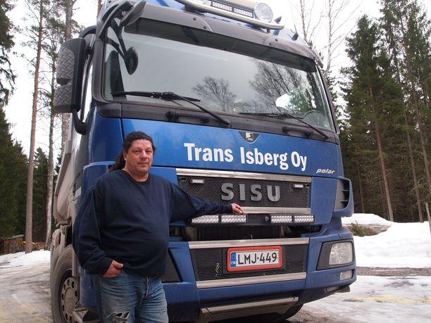Lunta satoi viime talvena niin paljon, että Jeppe Isbergillä oli varaa lähteä vaalikentille.