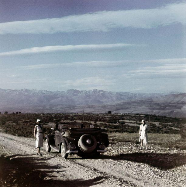 Sorateitä pitkin ei ehkä ollut kovin mukava ajella, mutta Dalmatian rannikkomaisemat olivat komeita. Kuva vuodelta 1939.