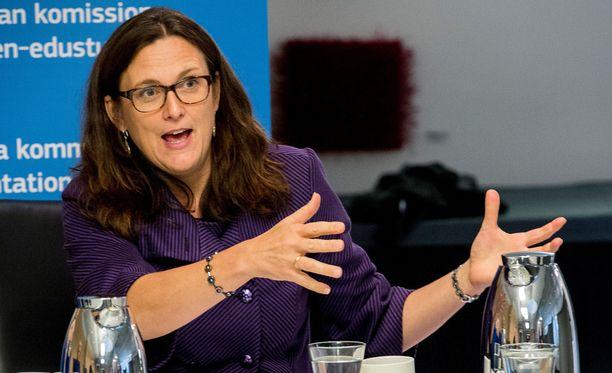 EU:n kauppakomissaari Cecilia Malmström toivoo Yhdysvaltain muistavan historiasta, että kauppasota ei kannata.