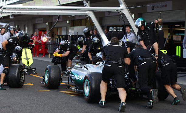 Mercedeksen tallin työntekijä sai karun vastaanoton Meksikossa.