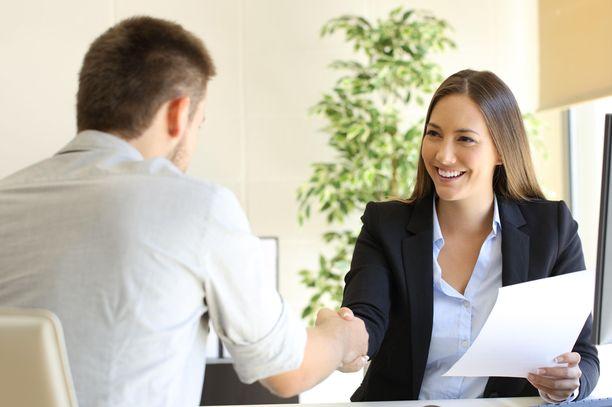 Haastateltavan kannattaa kysyä työhaastattelussa kysymyksiä, mutta ne kannattaa harkita tarkkaan.