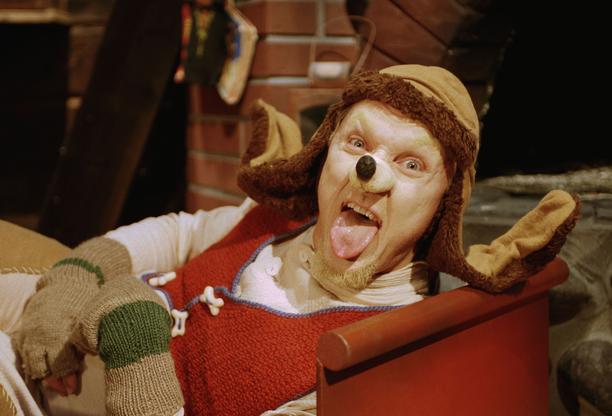 Syltty on avulias joulukoira, jolta luonnistuu pipareiden paistaminenkin.