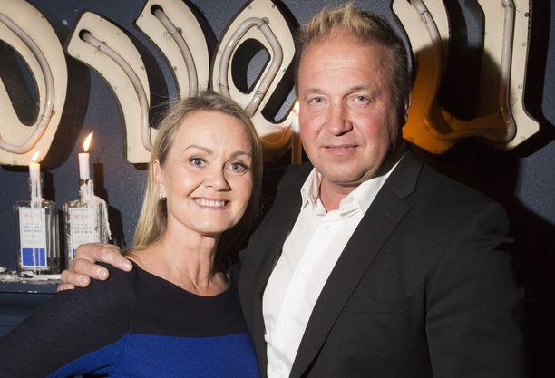 Tony Montanan vaimo on toimitusjohtaja Sarianne Reinikkala.