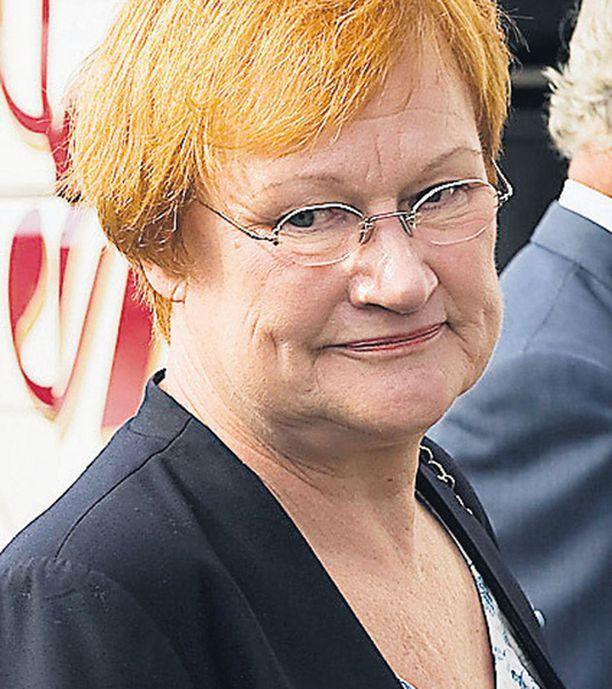 Presidentille jää arvojohtajan asema myös Suomen EU-politiikkaan. Jatkossa hän olkoon ehdokas koko EU:n presidentiksi tai sovittelijaksi, kuten Martti Ahtisaari vuonna 1999 Kosovon sodassa.