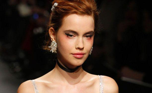 Nämä ylöspäin kääntyvät suupielet hurmasivat Mulberryn. Kuva Chanelin näytöksestä.