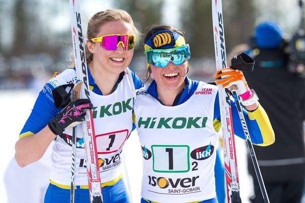Maaret Pajunoja ja Krista Pärmäkoski hiihtivät Ikaalisten Urheilijat SM-kultaan parisprintissä.