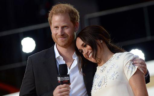 """Herttuatar Meghanin velipuoli epäilee siskonsa avioliittoa: """"Harryn pää on pölkyllä seuraavaksi"""""""
