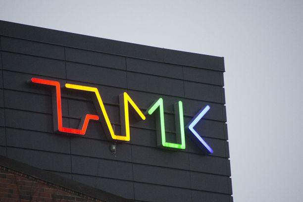 Tampereen ammattikorkeakoulu sanoi tylysti ei kuurolle hakijalle, mutta taipui lopulta. Kuvituskvua.