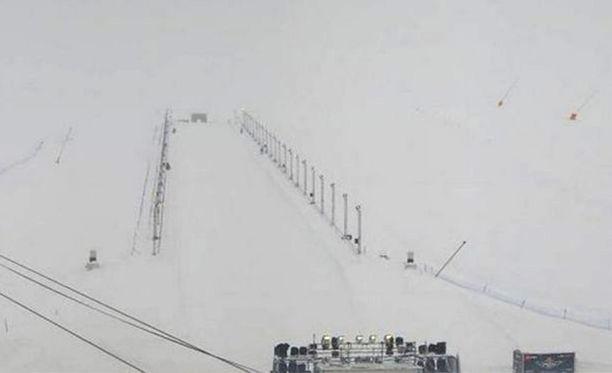 Lumivyöry tapahtui merkityllä Carline-rinteellä. Näkyvyys alueella on huono.