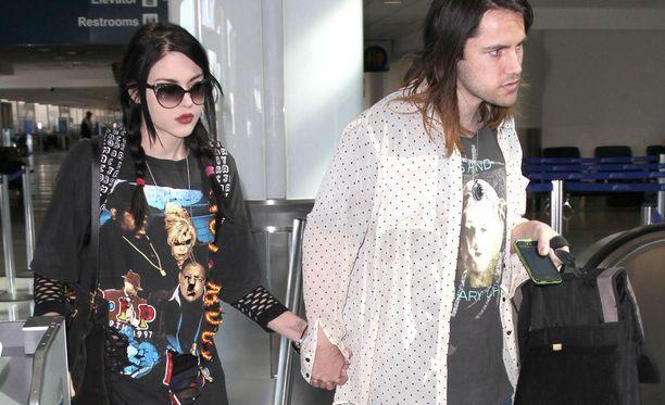 Frances Bean Cobain meni naimisiin salassa äidiltään Isaiah Silvan kanssa.