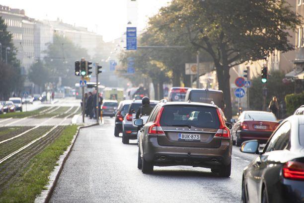 Uusien liikennemerkkien lisäksi moni vanha merkki saa uudistetun ulkoasun.