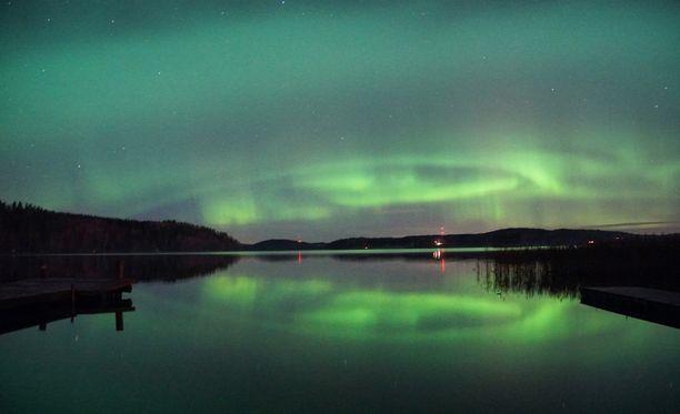 Etelässä paras aika revontulihavainnoille on Ilmatieteen laitoksen mukaan puolenyön aikoihin. Kuva Nummelasta.