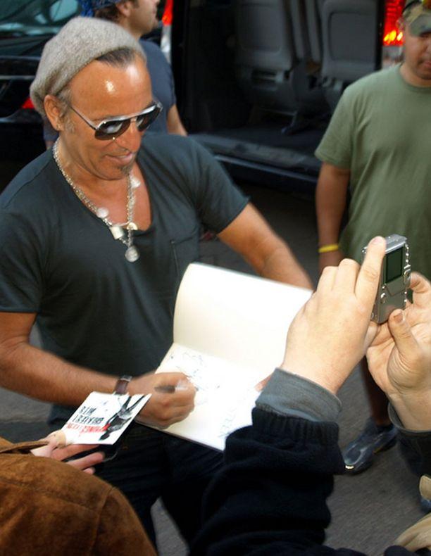 Bruce Springsteen konsertoi perjantaina Helsingin olympiastadionilla.