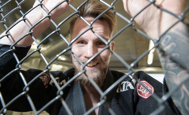 Teemu Packalenin huhtikuun ottelu UFC:ssä peruuntui nilkkavamman vuoksi.