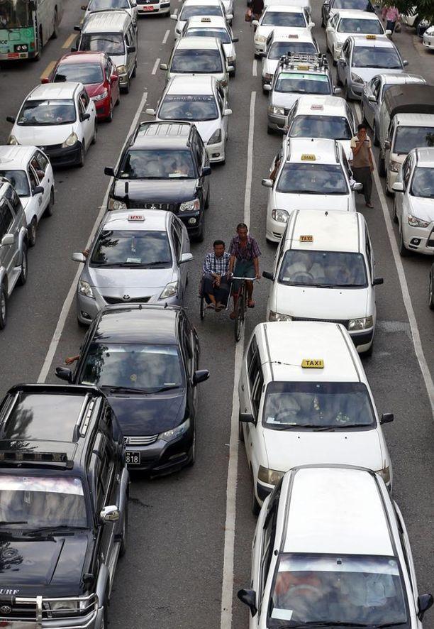 Tieliikenneonnettomuudet ovat Kiinassa yleisiä.