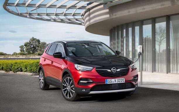 Opel Grandland X Hybrid 4 on merkin ensimmäinen ladattava hybridimalli.