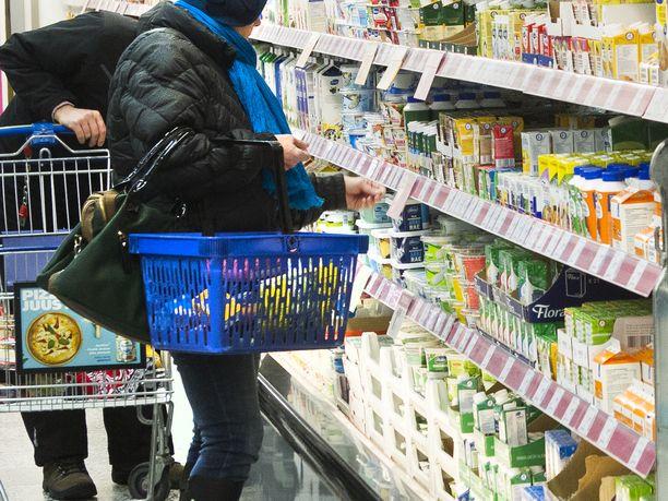 Ruokakaupassa käydään nyt mielellään myös aamun tunteina, kun tehdään etätöitä ja ajatellaan, ettei kaupoissa ole silloin niin paljon väkeä. Kuvituskuva.