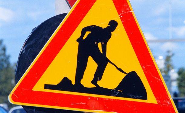 Viraston mukaan päällystystyöt pyritään ajoittamaan niin, että niistä aiheutuisi mahdollisimman vähän haittaa liikenteelle.