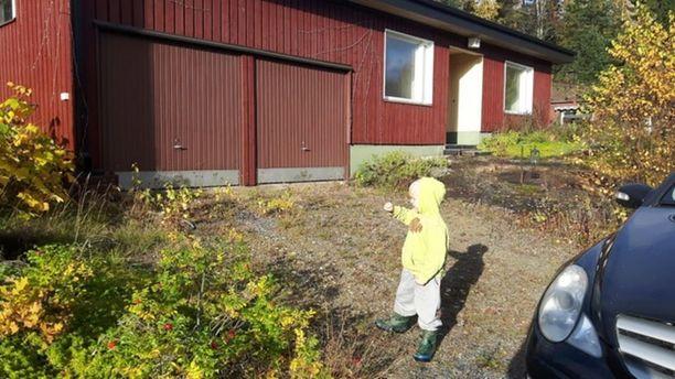 Valkeakoskella sijaitsevasta 150 neliöisestä ja vuonna 1971 rakennetusta punaisesta talosta piti tulla perheen koti. Nyt korjausta vailla oleva talo on seissyt tyhjillään vuodesta 2014.