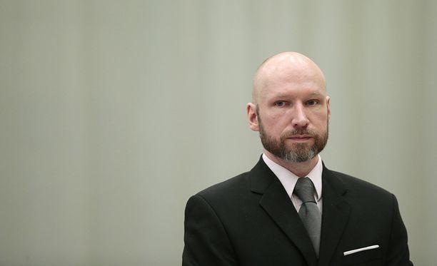 Terroristi Anders Behring Breivik saa jatkossakin nauttia vankeusajastaan yksin. Kuva vetoomusoikeuden istunnosta tammikuulta.