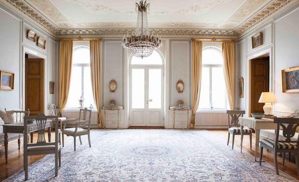 Olohuoneesta on käynti parvekkeelle.