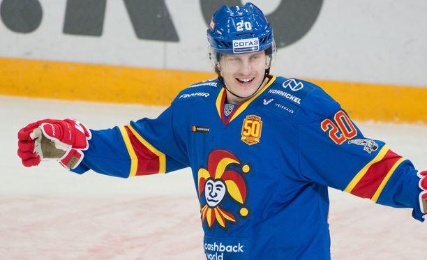 Jokerien Eeli Tolvanen oli päättyneellä kaudella KHL:n ylivoimaisesti tehokkain tulokaspelaaja, mutta se ei riittänyt KHL:n palkintoraadille.