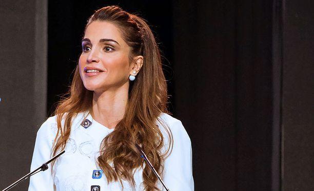 Kuningatar Rania piti puheen viime viikolla Ammanissa opettajien palkintogaalassa.