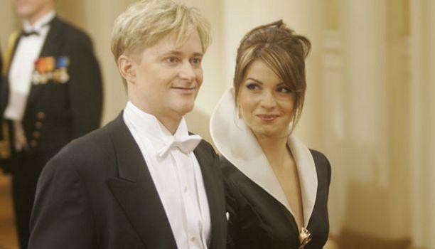 Mikael Jungner ja Maria Matthes hehkuivat rakastuneen parin onnea.