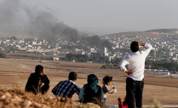 Kobanen kaupungissa ja lähialueilla yli 12 000 ihmistä uhkaa kansanmurha, varoittaa YK.