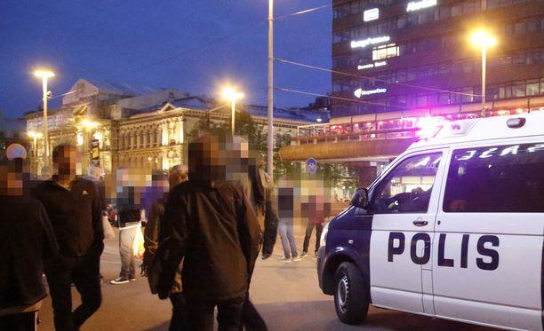 Vuonna 2018 pääkaupungissa tapahtui 682 seksuaalirikosta. Edelliseen vuoteen verrattuna kasvua on lähes puolet, eli 47,94 prosenttia.  Kuvituskuva Helsingin Rautatieaseman edustalta.