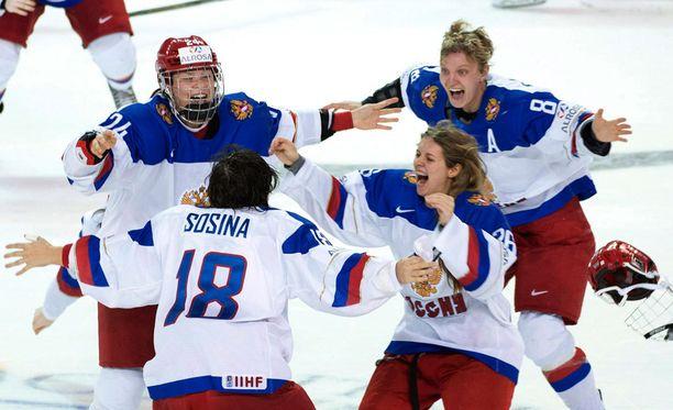 Naisten jääkiekko hakee Venäjällä suurempaa huomiota. Huhtikuun alussa Venäjä juhli MM-pronssia.