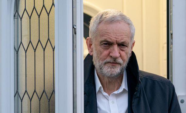 Työväenpuolueen johtaja Jeremy Corbyn sanoi olevansa pettynyt seitsemän kansanedustajan lähtöön puolueesta.